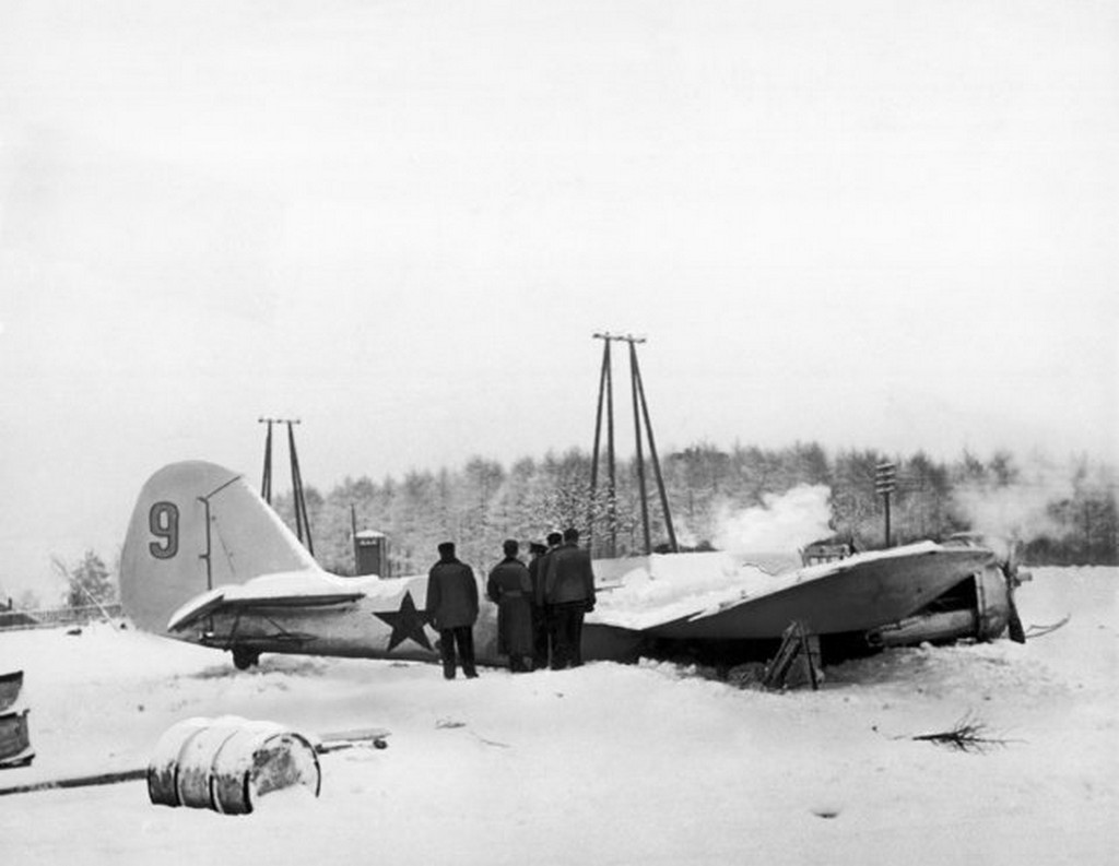 1940_januar_soviet_bomber_shot_down_by_finnish_anti-aircraft_guns_on_the_karelian_front_where_russia_was_reporting_massing_seven_divisions_for_a_drive_on_the_mannerheim_line.jpg