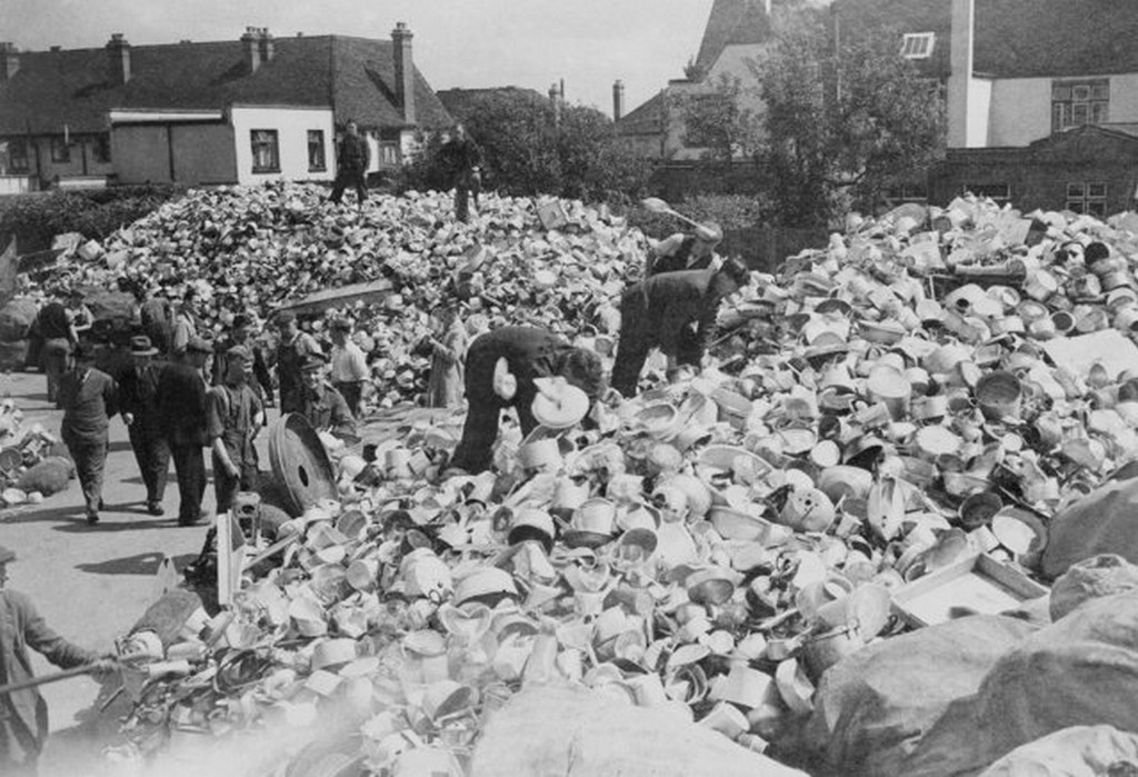 1940_julius_huge_piles_of_aluminum_pots_and_pans_were_contributed_by_english_housewives_to_be_melted_down_into_metal_for_british_fighting_planes.jpg