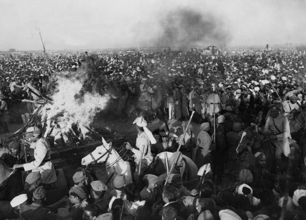 1948_jumny_river_new_delhi_gandhis_funeral_pyre_indian_soldiers_cavalry_and_police_use_their_rifles_lathis_and_clubs_to_force_back_the_crowd.jpg