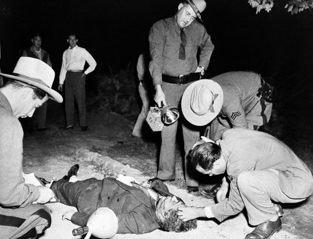 1949_body_of_phil_little_farvel_cohen_former_member_of_brooklyn_s_murder_inc_is_inspected_by_state_troopers_and_a_medical_examiner_at_valley_stream_new_york_september_15.jpg