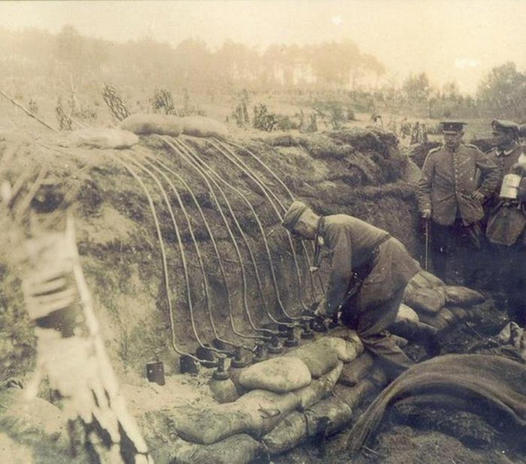 1915_nemet_katonak_klorgaztamadashoz_keszulnek_lengyelorszag.jpeg