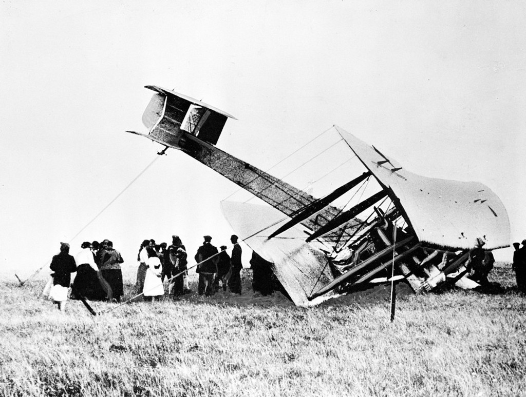 1919_junius_15_aviation_pioneers_john_alcock_and_arthur_whitten_brown_crash-land_their_vickers_vimy_aircraft_at_clifden_ireland_after_they_complete_the_first_nonstop_transatlantic_flight.jpeg