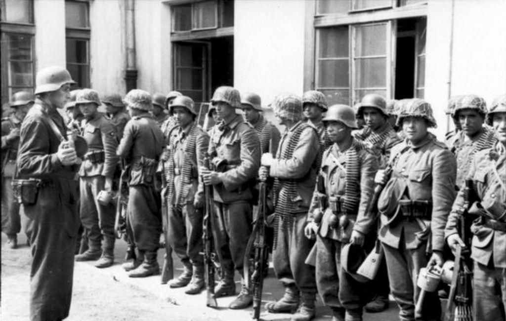 1944_azerbaijani_legion_about_to_enter_warsaw.jpg