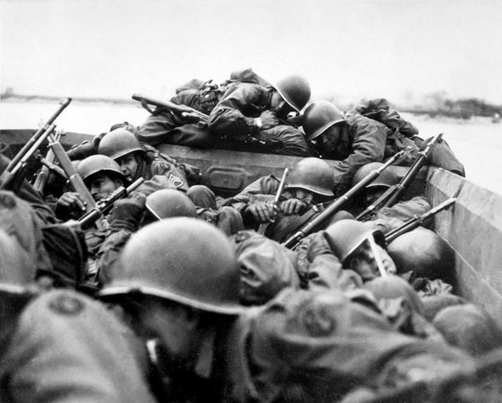 1945_u_s_89th_division_crossing_the_rhine_river_under_fire.jpg