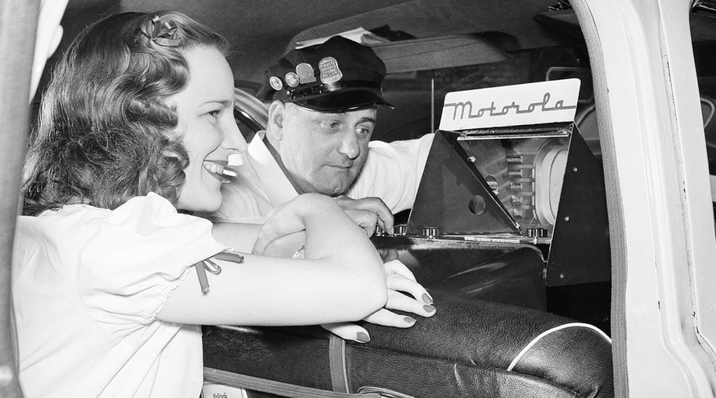 1948_george_fyler_television_engineer_adjusts_the_antenna_he_designed_for_the_first_installation_of_a_television_set_in_a_taxicab_shown_in_chicago1.jpeg