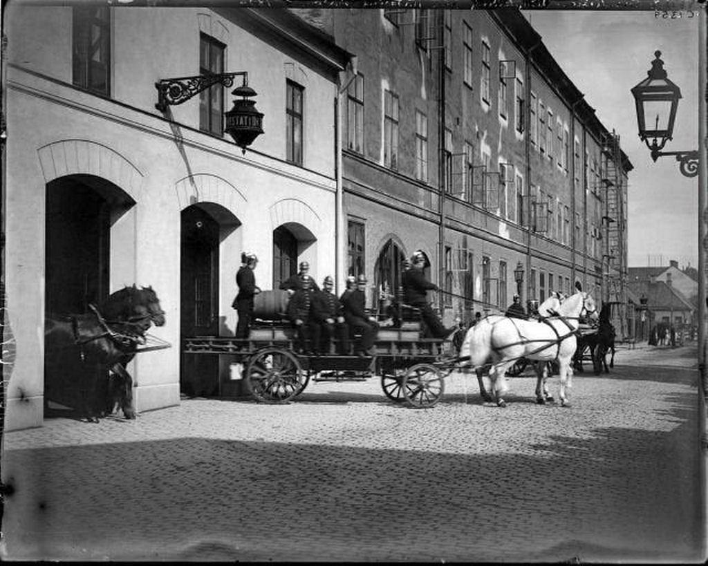 1897_firefighters_in_sweden.jpg