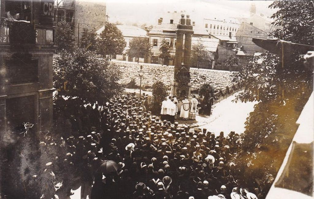 1917_unveiling_of_the_monument_to_archduke_franz_ferdinand_and_his_wife_on_the_place_whey_they_were_shot_sarajevo.jpg