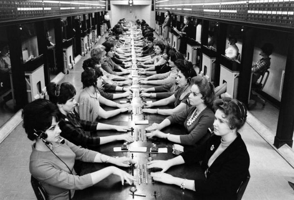 1961_women_phone_operators_on_wall_street.jpeg