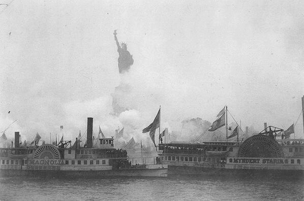 1886_the_inauguration_of_the_statue_of_liberty_in_new_york_harbor.jpg