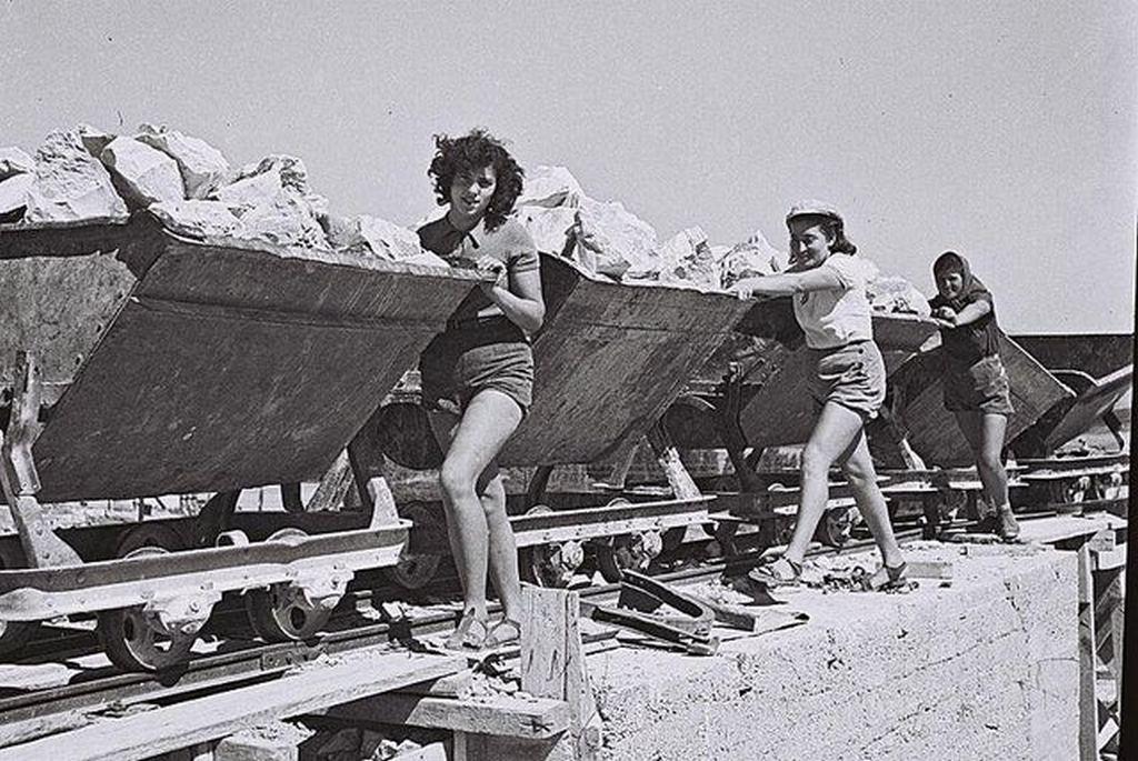 1941_members_of_kibbutz_ein_harod_working_in_the_kibbutz_stone_quarry.jpg