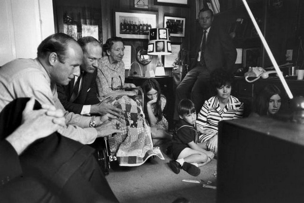 1970_astronauts_pete_conrad_buzz_aldrin_and_neil_armstrong_sit_with_jim_lovell_s_mother_and_wife_during_the_reentry_of_apollo_13.jpg