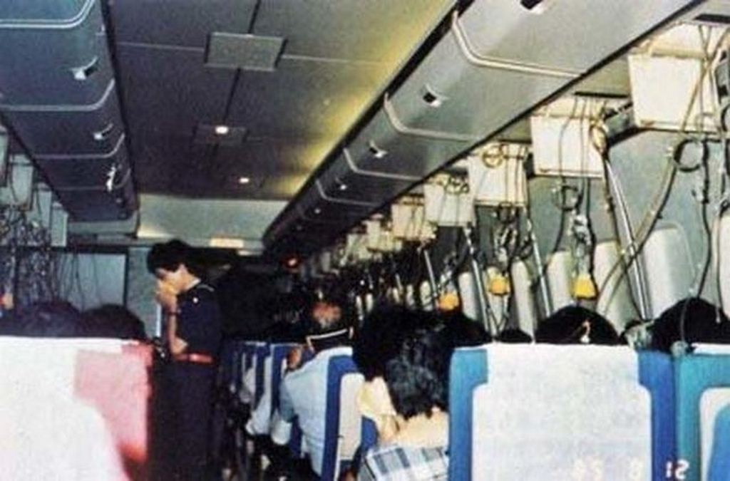 1985_aug_12_last_photo_taken_inside_japan_airlines_flight_123_minutes_before_deadliest_single_airplane_crash_in_history_the_photo_was_recovered_from_a_camera_found_in_the_crash_site.jpg