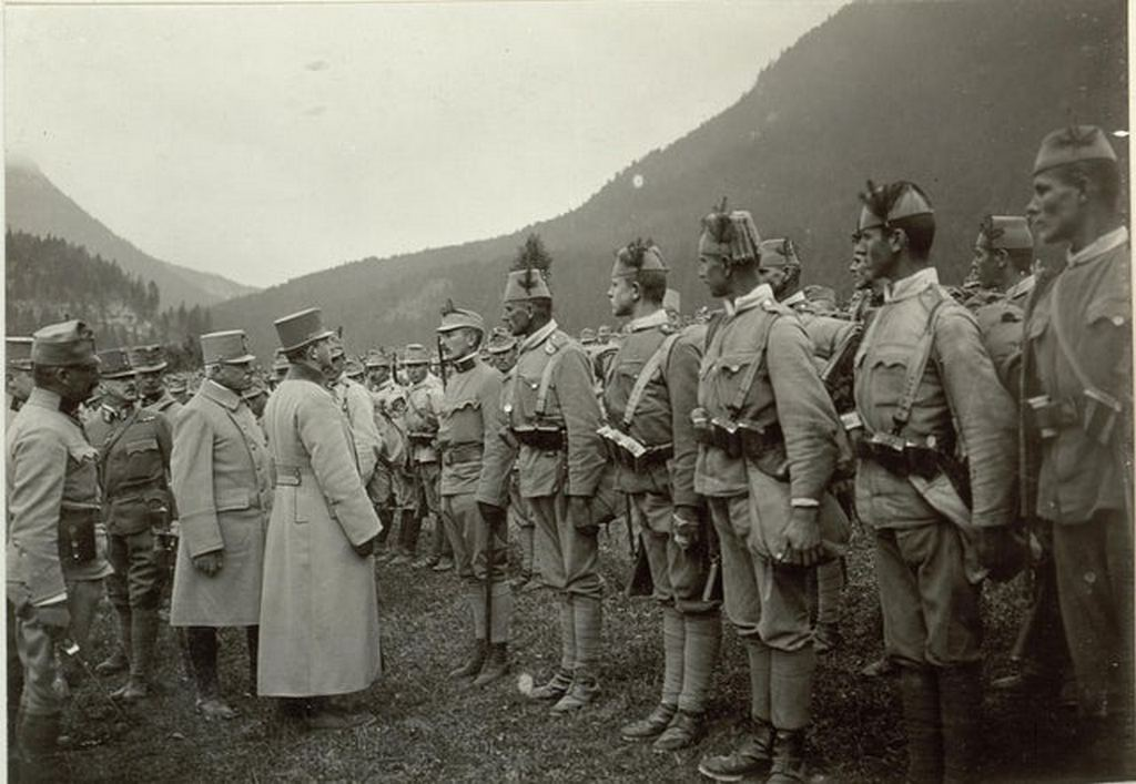 1917_bosnian_muslim_soldiers_of_austro-hungarian_army_wearing_their_traditional_fez_somewhere_on_italian_front_ww1.jpg