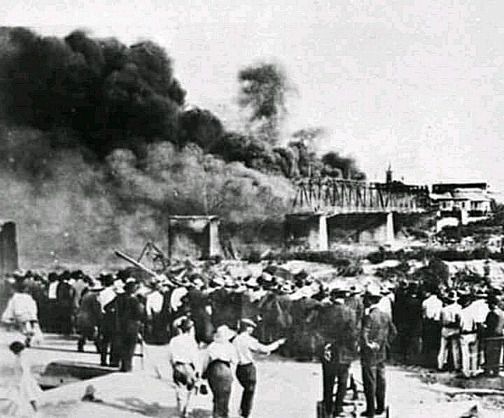 1926_fire_on_the_bridge_laredo.jpg