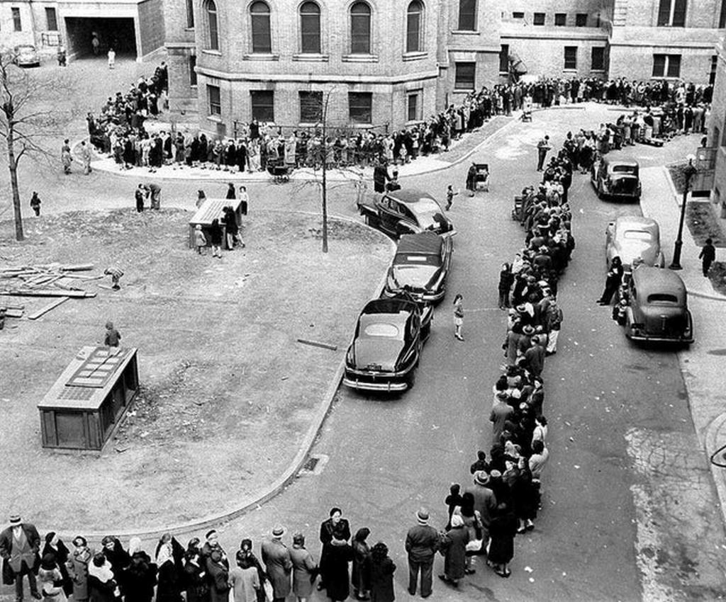 1947_a_long_line_winds_toward_the_entrance_to_morrisania_hospital_in_the_bronx_borough_of_new_york_where_doctors_were_vaccinating_against_smallpox.jpg