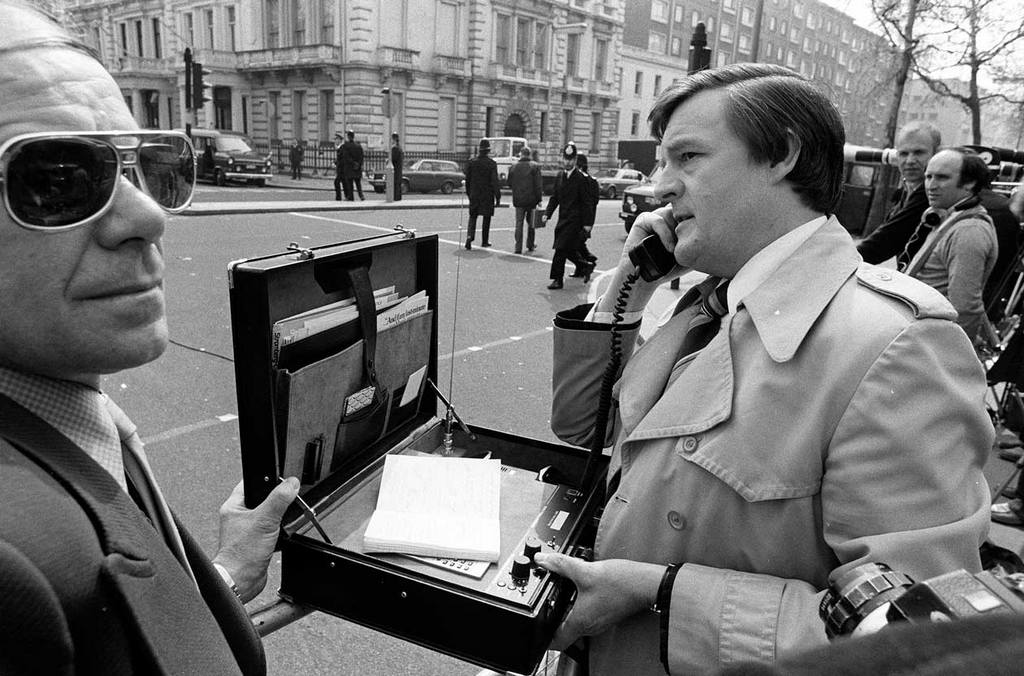 1983_an_early_mobile_phone_used_by_a_reporter_kensington_london.jpg