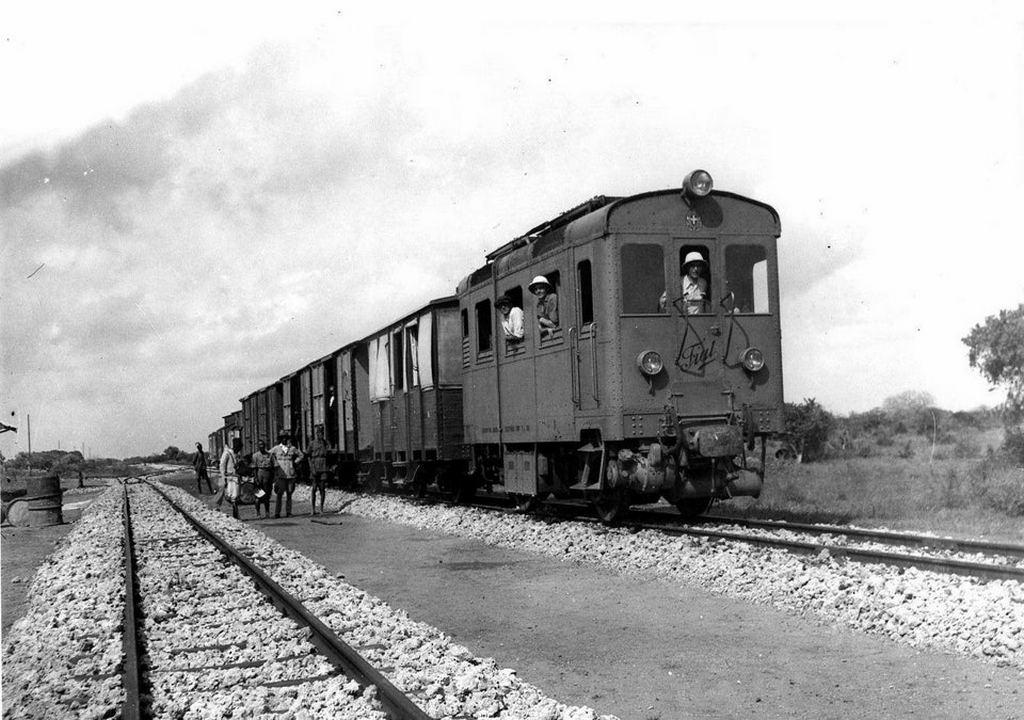 1930_a_fiat_diesel_train_on_the_mogadishu-villabruzzi_railway.jpg