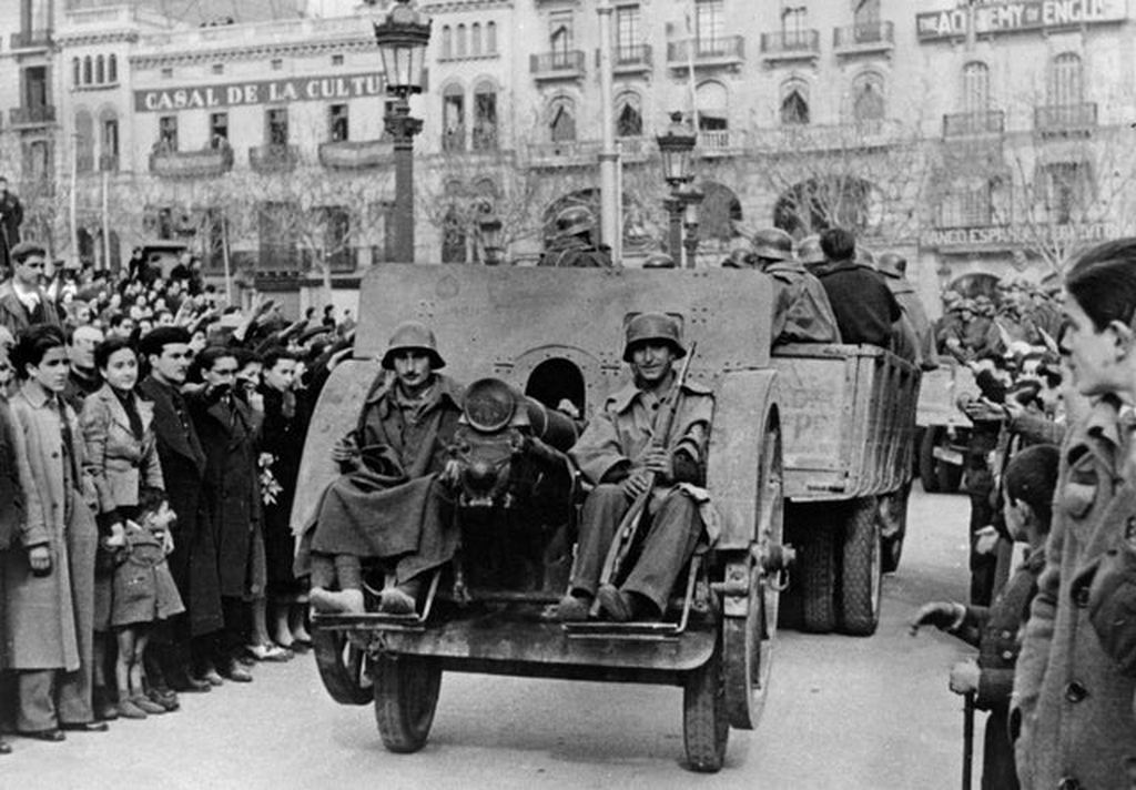 1938_nationalist_troops_arriving_in_bareclona_during_the_spanish_civil_war.jpg