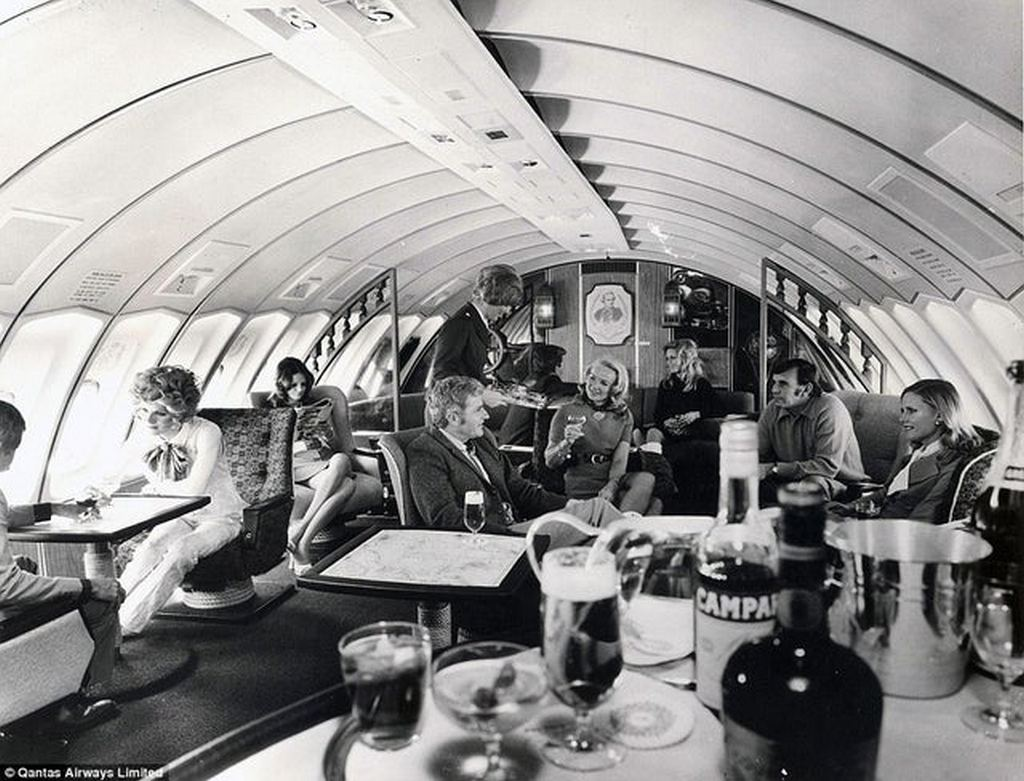 1971_the_luxuries_of_flying_in_the_past_as_shown_here_in_this_qantas_airways_747_upper_deck.jpg