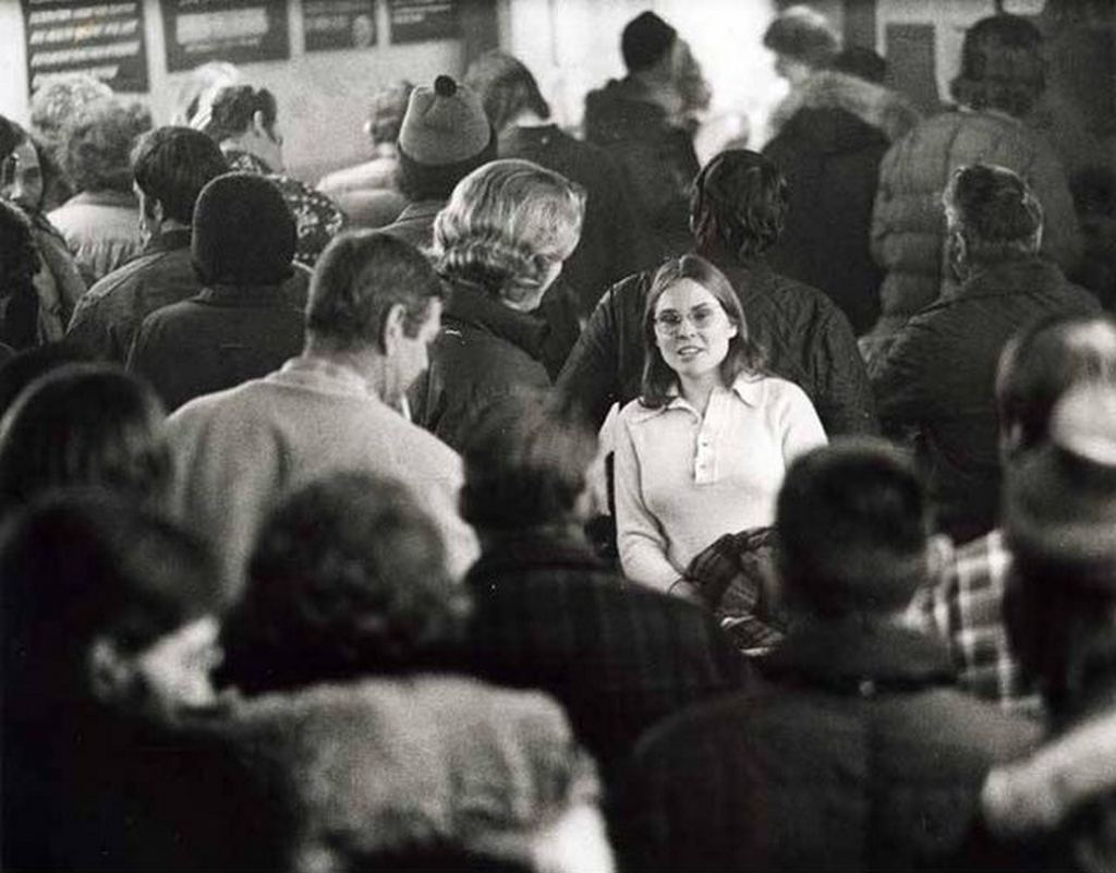 1974_young_woman_in_laborers_hall_looking_for_work_on_the_trans-alaska_pipeline_cr.jpg