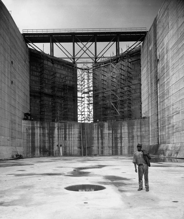 1912_panama_canal_construction_a_worker_stands_in_one_of_the_canal_locks.jpg