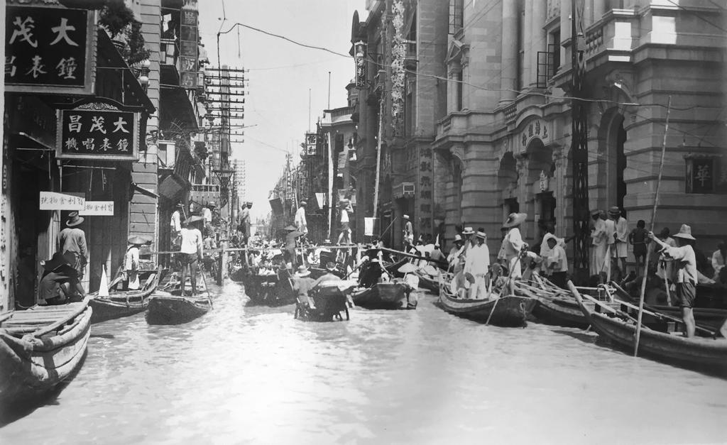 1931_forgalom_a_wuhan_utcain_az_1931-es_arviz_alatt.png