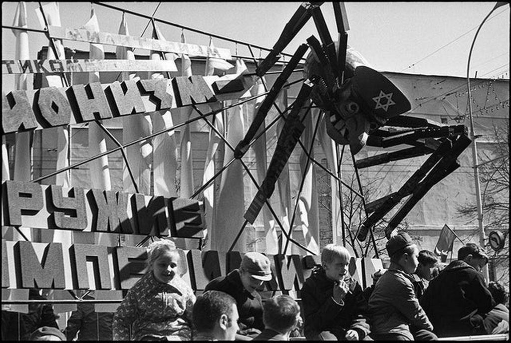 1973_korul_soviet_anti-israel_parade.jpg