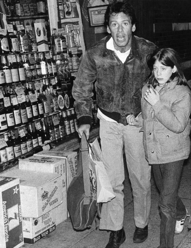 1978_calvin_klein_a_lanyaval_miutan_az_emberrablok_szabadon_bocsatottak_a_kislanyt_new_york.jpeg