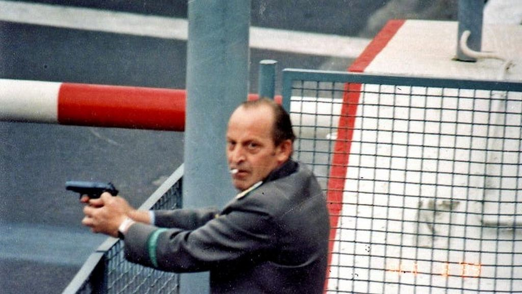 1989_aprilis_state_security_officer_kippe_shooting_at_two_guys_who_wanted_to_escape_to_west_berlin.jpg