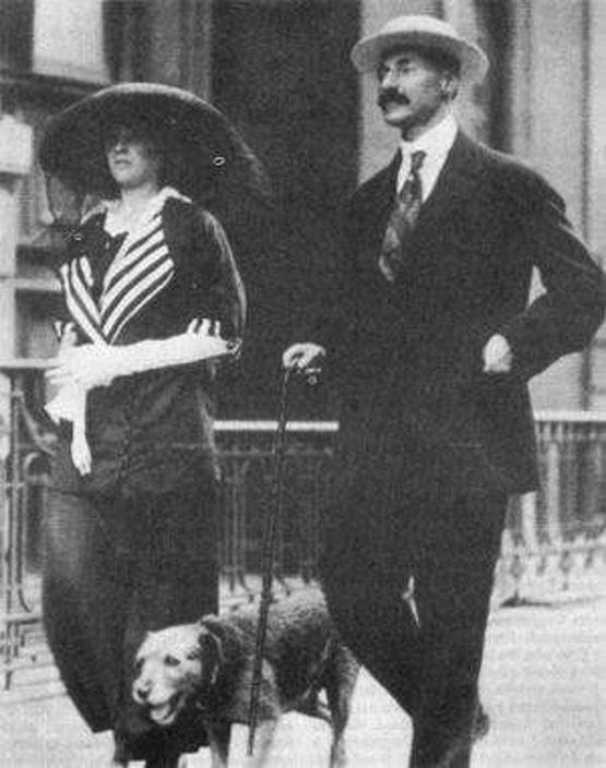 1912_john_jacob_astor_19_eves_varamdos_felesegevel_madeleine-nel_es_kitty_nevu_kutyajukkal_a_titanic_utasai_voltak_jacob_kutyajaval_odaveszett_de_madeleine_tulelte_es_fia_szuletett.jpg