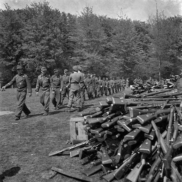 1945_majus_10_german_soldiers_handed_over_their_weapons_soest.jpg