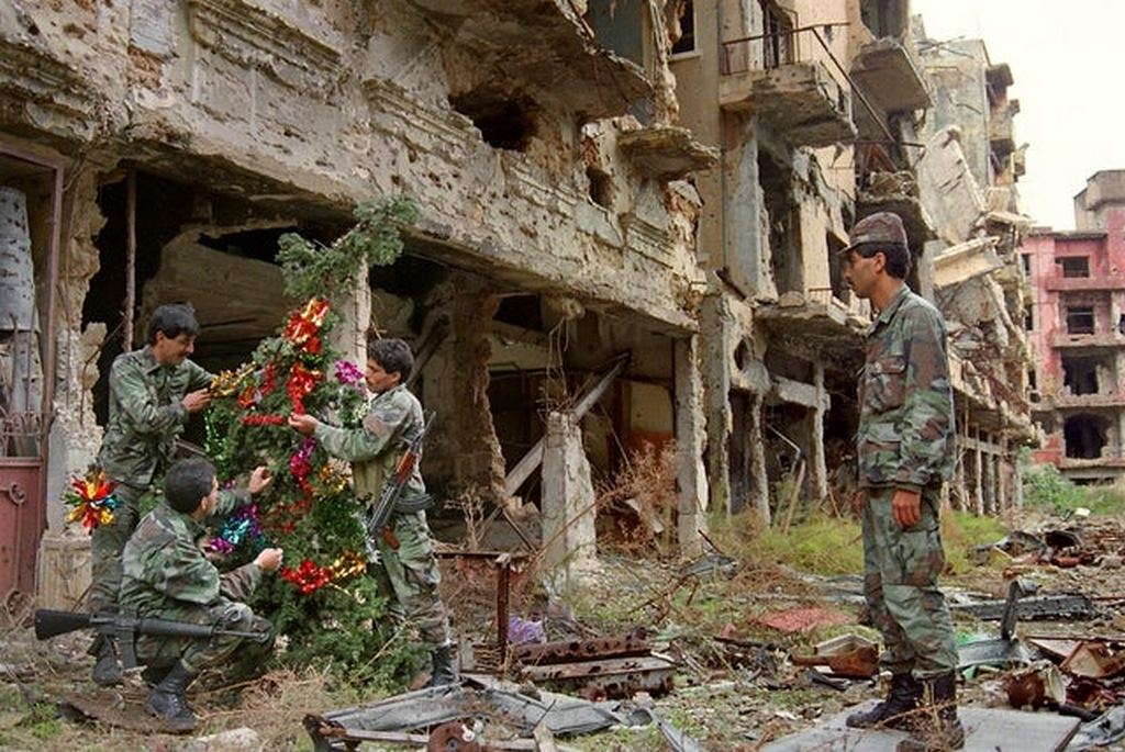 1987_lebanese_army_soldiers_setting_up_a_christmas_tree_on_the_green_line_during_the_lebanese_civil_war.jpg