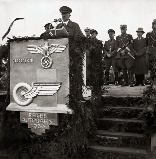 1936_a_birodalmi_autopalya_epitesen_hitler_beszedet_mond_az_1000_kilometer_megnyitasanal_breslauban_ma_wroclaw.jpeg