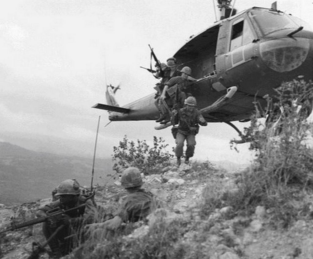 1967_a_1st_cavalry_platoon_being_dropped_into_vietnam.jpg