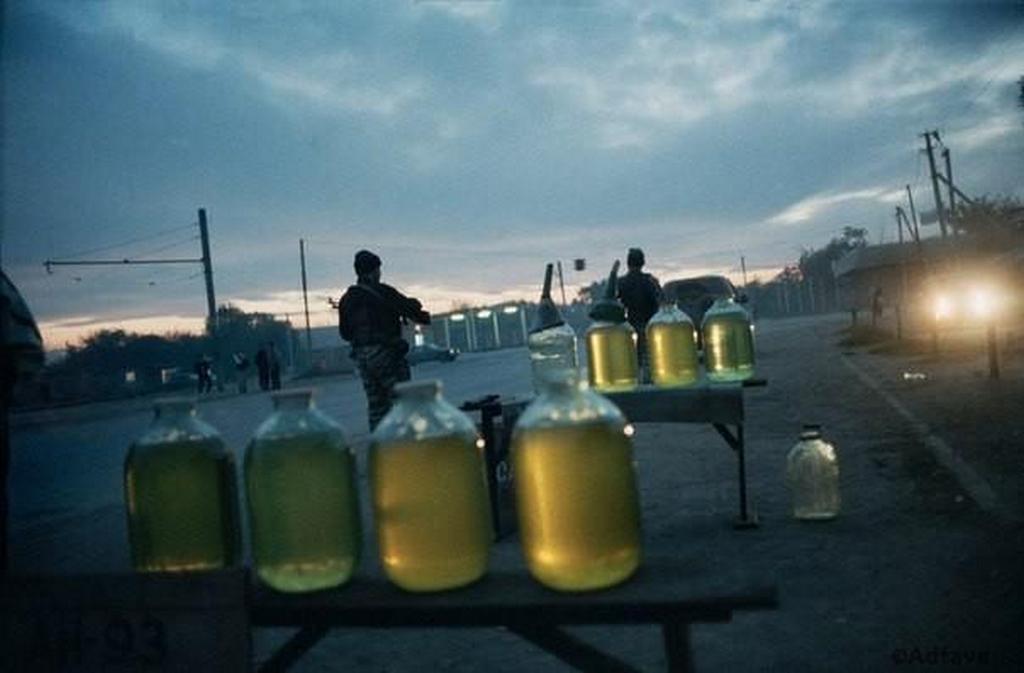 2000_oktobere_benzin_ertekesitese_az_utcan_groznijban.jpg
