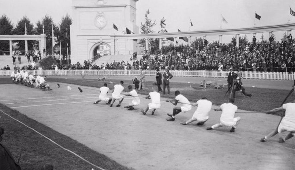 1920_olympic_tug_of_war_the_united_states_and_great_britain_national_tug-of-war_teams_face_off_at_the_olympics_in_antwerp_belgium.jpg
