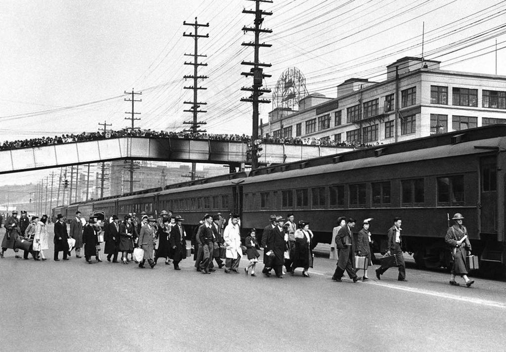 1942_onlookers_crowd_an_overhead_pass_to_witness_the_forced_relocation_of_japanese-americans_seattle.jpg