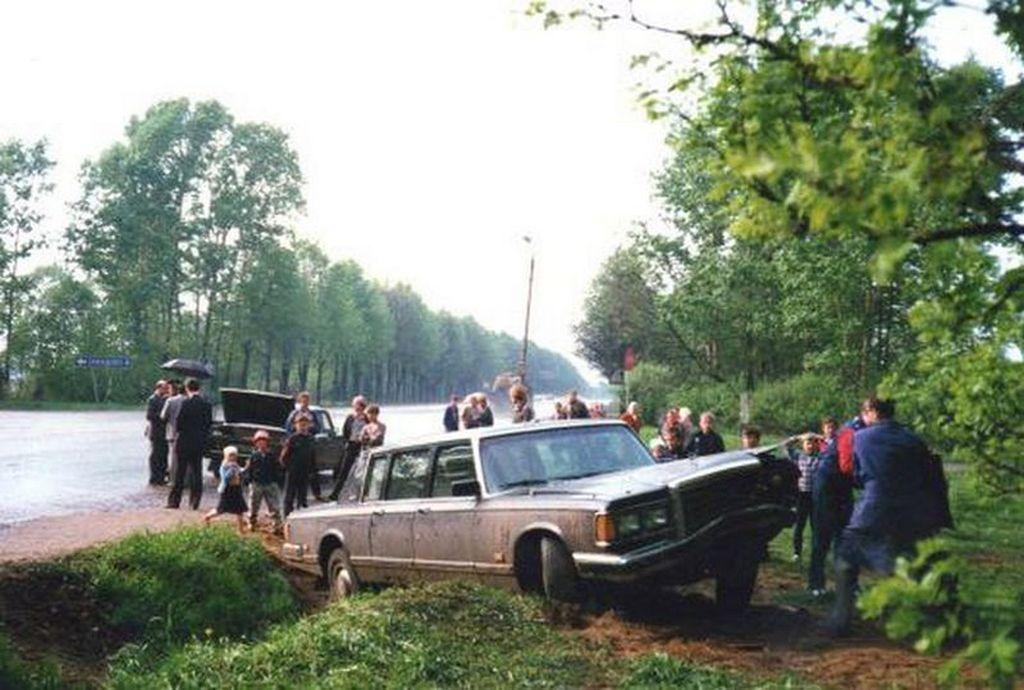 1991_dmitrij_jazov_a_szovjetunio_vedelmi_miniszterenek_zil-41052_pancelozott_jarmuvenek_balesete.jpg