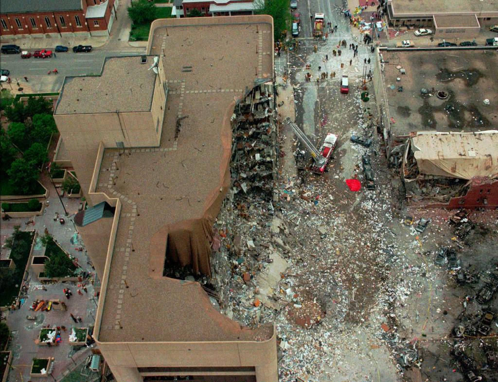 1995_aprilis_19_robbantasos_merenylet_oklahoma_city_belvarosaban.jpeg