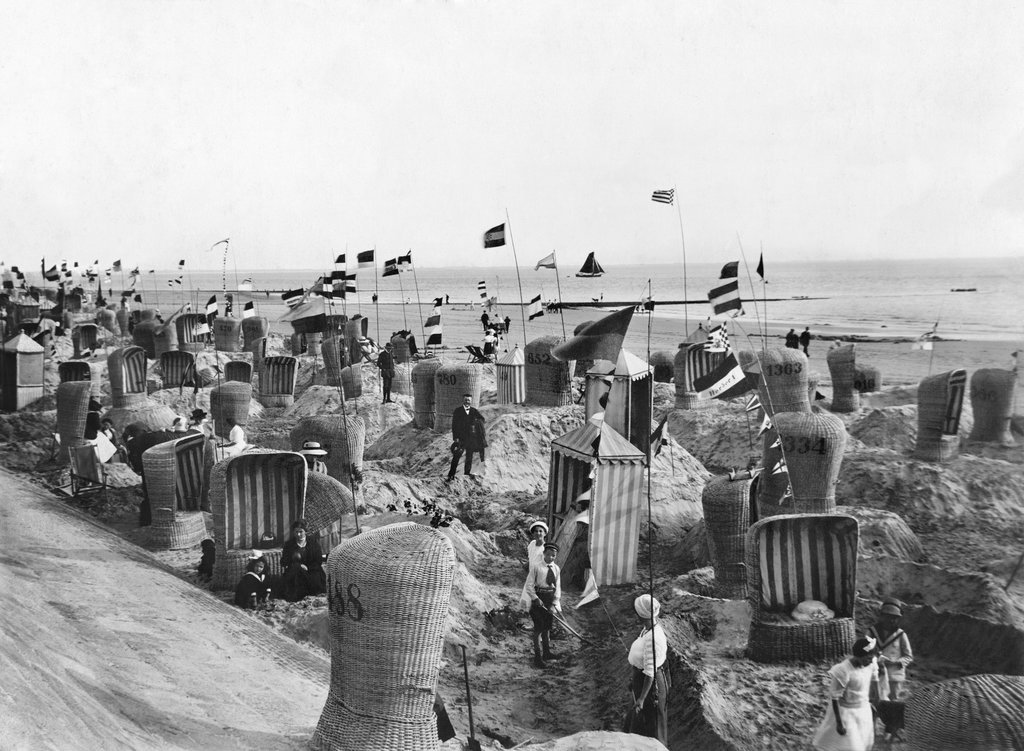 1920_wicker_chairs_at_baltic_sea_where_german_vacationers_are.jpg