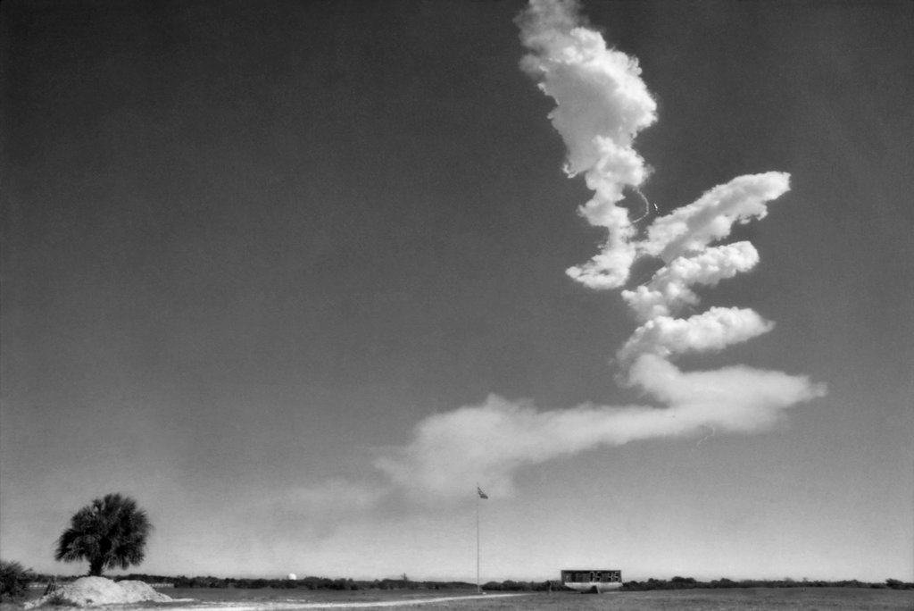1986_what_looks_like_an_unusual_cloud_formation_viewed_from_a_distance_is_in_fact_the_remains_of_the_space_shuttle_challenger_which_exploded_73_seconds_into_its_flight_about_10_miles_in_t.jpg