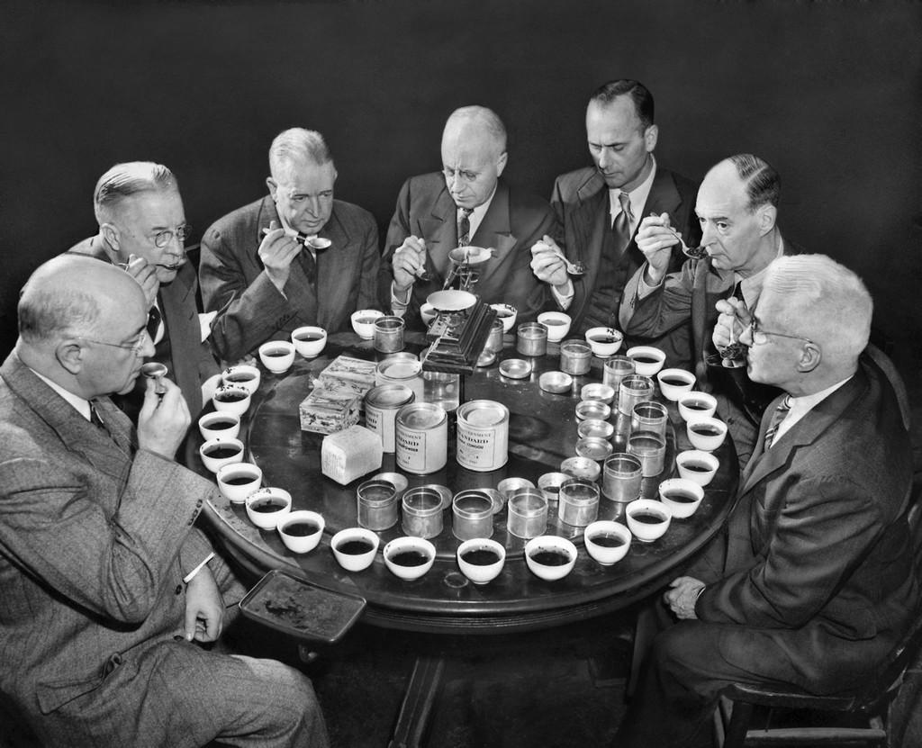 1947_the_united_states_board_of_tea_experts_vizsgaljak_melyik_teakat_engedik_be_az_egyesult_allamokba_a_kovetkezo_evtol.jpg