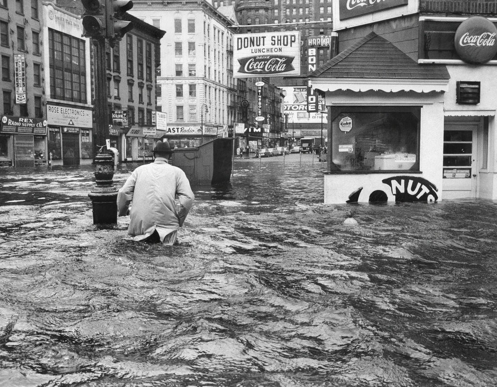 1960_flooding_on_west_and_cortlandt_streets_brought_by_hurricane_donna.jpg