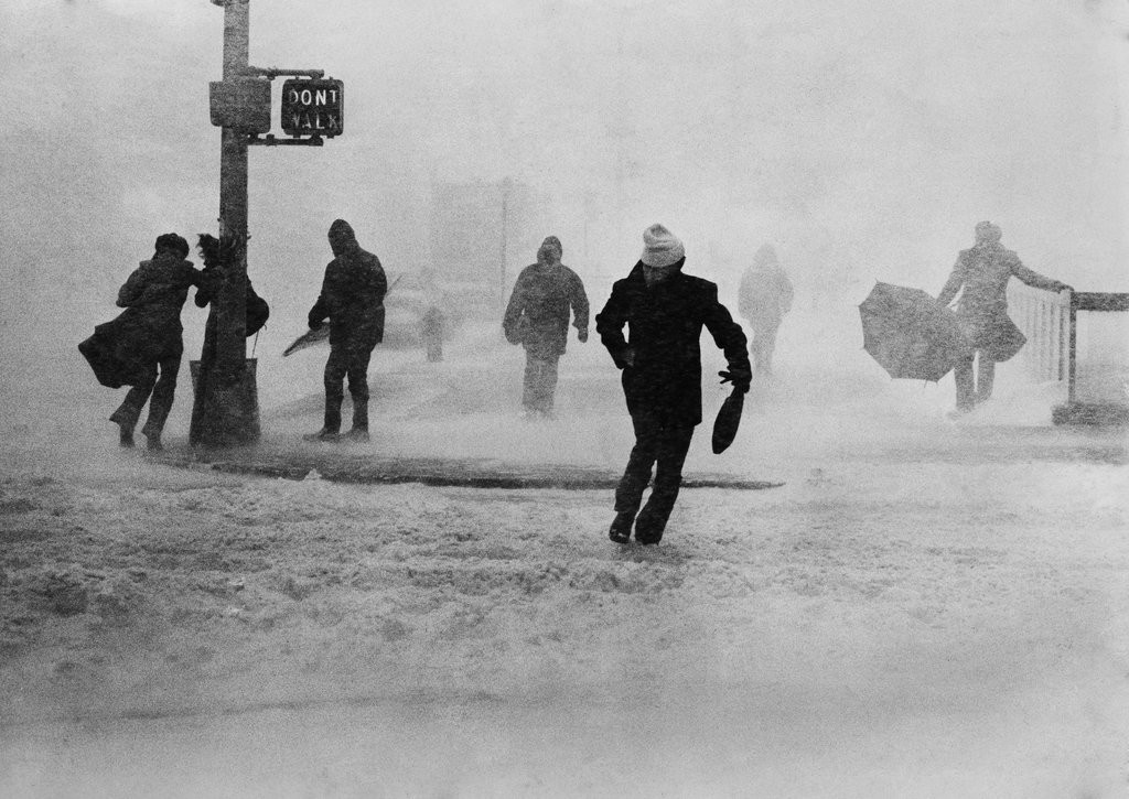 1978_in_new_york_city_gale-force_winds_buffeted_midtown_pedestrians_during_a_storm_that_forced_motorists_to_abandon_their_cars.jpg
