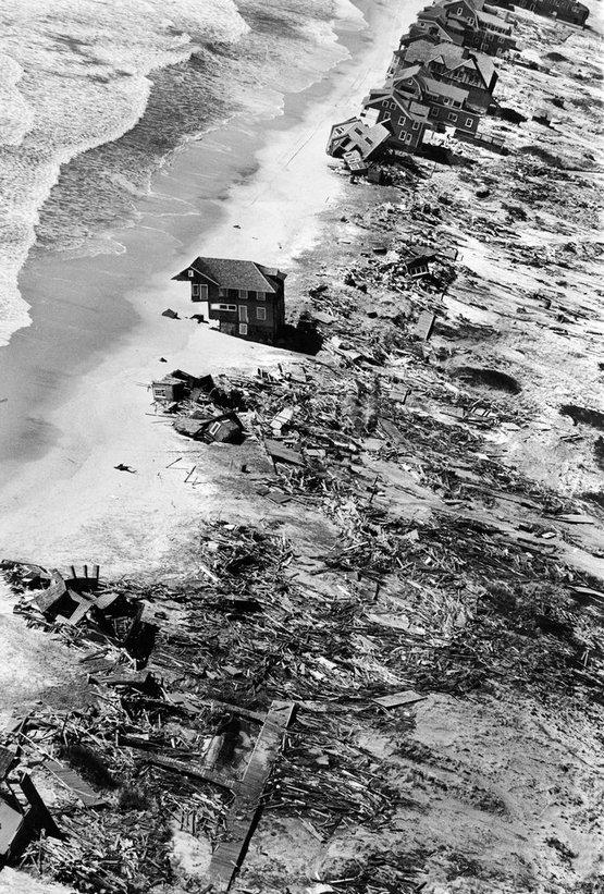 1962_hamvazoszerdai_vihar_pusztitasa_a_fire_island-en_40_eletet_kovetelt.jpg