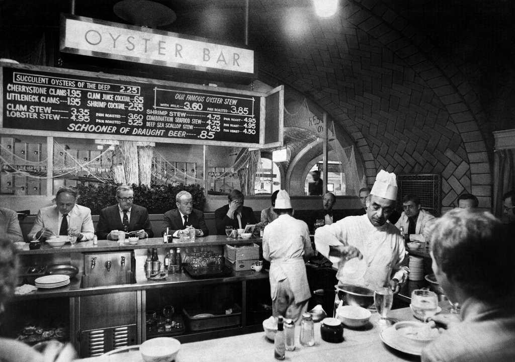 1974_the_oyster_bar_and_restaurant_at_grand_central_terminal.jpg