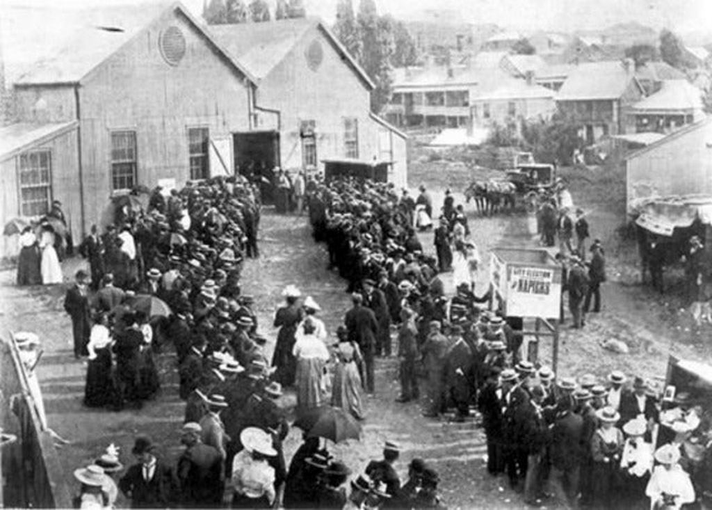 1893_women_in_auckland_lining_up_to_vote_for_the_first_time_in_history_nz.jpg
