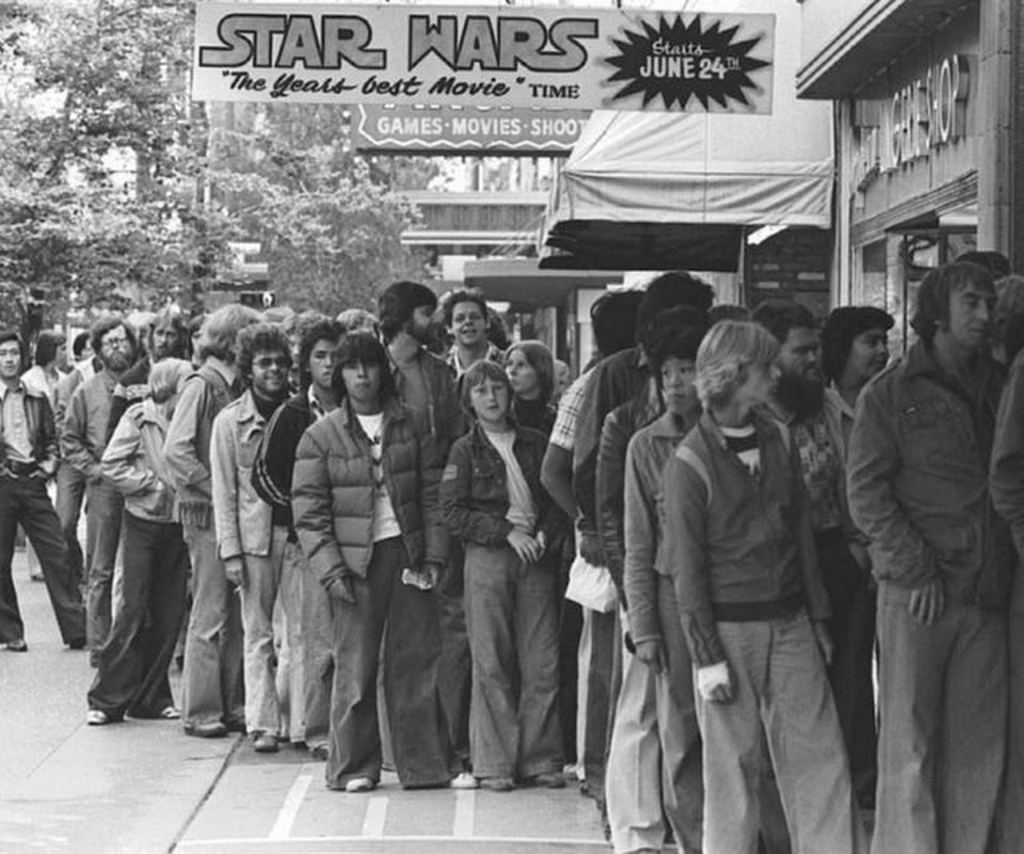 1977_people_waiting_in_line_for_star_wars_in_the_summer_of_77.jpg
