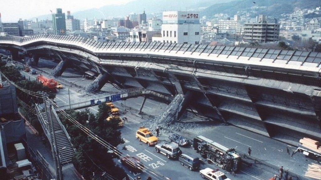 1995_kobei_autopalya_osszeomlott_a_japan_foldrenges_soran.jpeg
