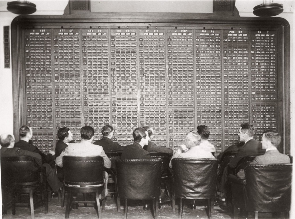 1930_first_automatic_exchange-rate_board_by_the_n_y_broker_office.jpg